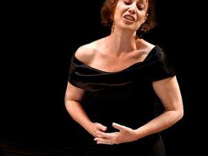 isabelle bonnadier, une chanteuse lyrique et comédienne française avec un répertoire qui s'étend des oeuvres les plus anciennes aux projets les plus récents