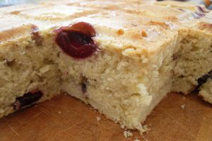 Gâteau aux cerises et aux amandes