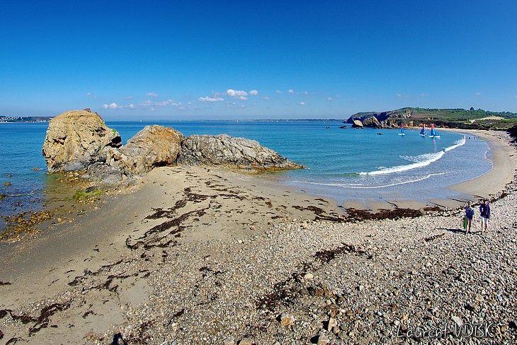 Vue générale sur la plage de Trez Rouz (Bretagne, Finistère), à cheval sur les communes de Camaret-sur-mer et Crozon