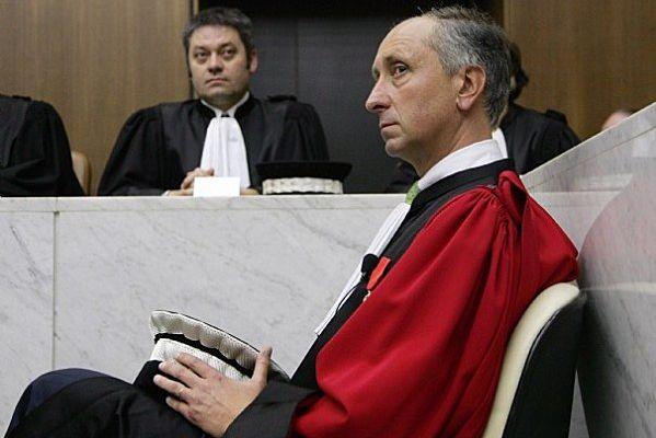 Affaire Sarkozy Bettencourt ; le magistrat Courroye connaissait dès 2010 les transferts de fonds en espèces