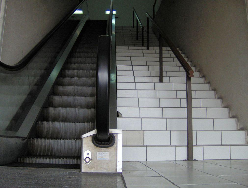 Montez les marches du palais... monter à la guillotine (Saintes), changer de niveau, etc...