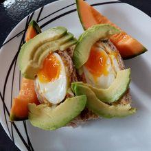 Fluffy avocado toast de Cyril Lignac dans tous en cuisine