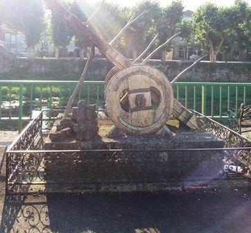 Padrón : chariot, église Santiago : pilier, matamore, decoration arrivée saint Jacques...