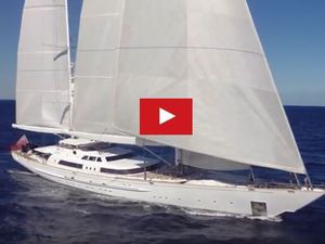 VIDEO - aux commandes de l'un des plus grands yachts voilier du monde
