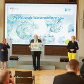 Écologie et plan hydrogène: Macron dépassé par Merkel - Causeur