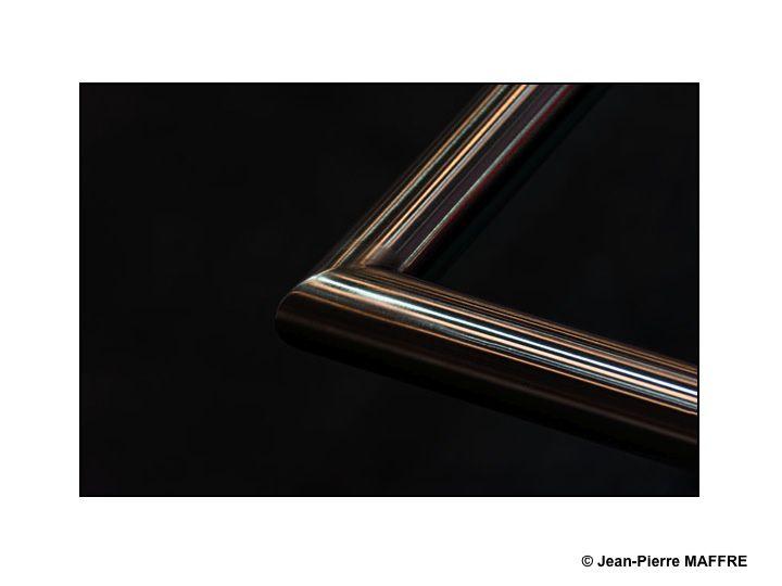 Voici l'étonnant résultat entre la rencontre d'un métal froid et impersonnel avec une lumière chaleureuse et valorisante.