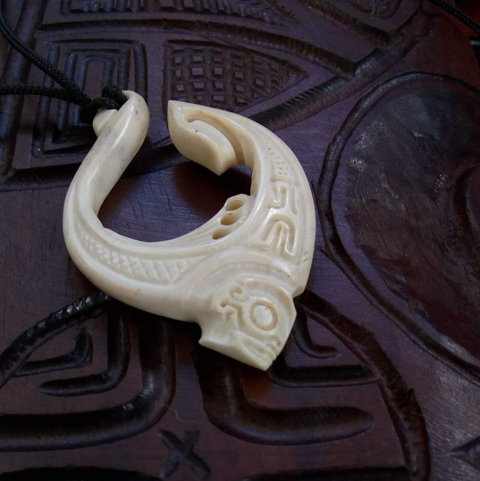 Clémence d'Eclipse chez le sculpteur de Taipivai aux Marquises