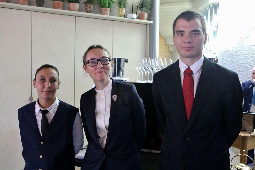 Un candidat, un chef de rang et un commis sommelier étaient réunis le temps de l'atelier de service. (Photos JB)