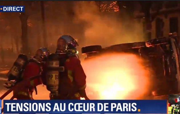 EN DIRECT -  Gilets Jaunes - Les incidents se poursuivent Place de la République à Paris et dans le centre de Bordeaux où la police utilise des lacrymogènes pour repousser les assaillants