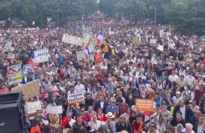 Une foule immense contre la dictature Sanitaire !