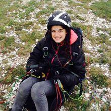 Angie 13 ans , parapentiste, passionnée à Barrême