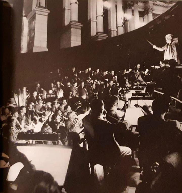 Siegfried Wagner à la tête de l'orchestre de la fosse de Bayreuth.