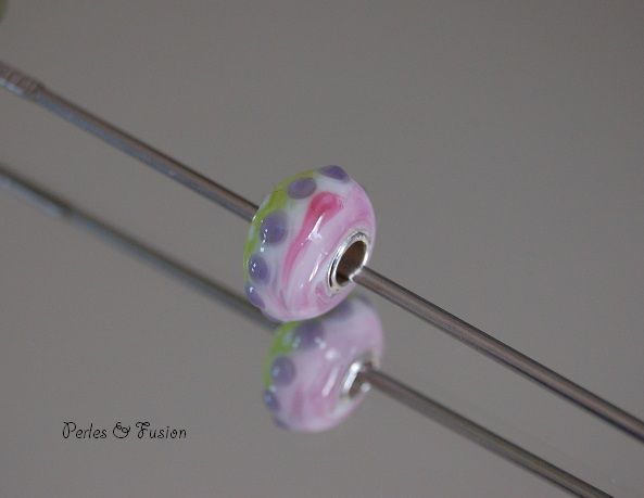 Perles en verre filées au chalumeau à la main par mes soins...certaines pour vos propres créations: n'hésitez pas à me contacter pour plus d'informations!