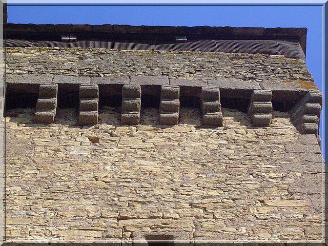 Diaporama église fortifiée d'INIERES à Sainte Radegonde