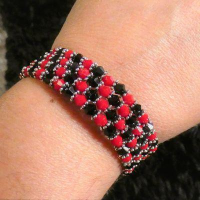 bracelet en perles sur anneaux spirales