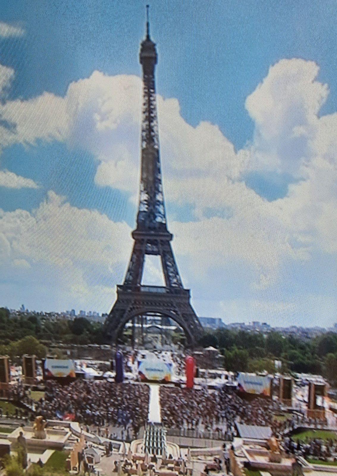 «Paris, ville Olympique. Paris, ville romantique, est une fête» par Amadou Bal BA - http://baamadou.over-blog.fr/
