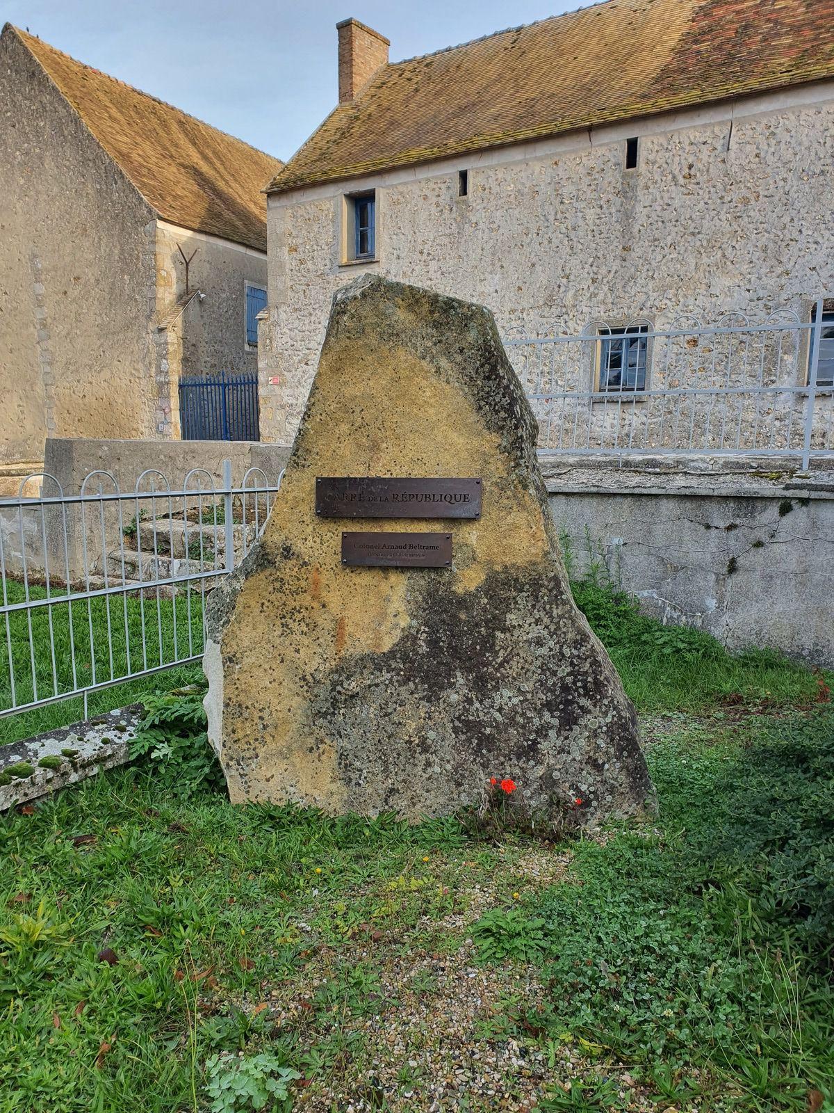 le 11 novembre nous inscrirons le nom de Samuel paty  au carré de le republique de janvry après celui d'Arnaud beltrame