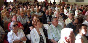 Plusieurs centaines de personnes ont applaudi Marine Le Pen et Louis Aliot à Perpignan