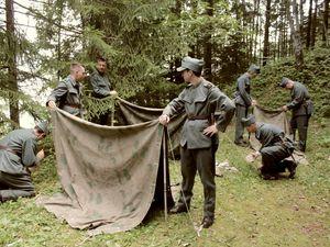 Cours d'instruction GF à Vallorbe, été 1943. Les volontaires sont issus d'unité diverses (infanterie, génie, artillerie...)