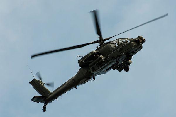 © A. Jeuland / Armée de l'Air - Un AH-64D Apache néerlandais engagé dans un exercice CSAR.