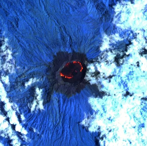 Raung - image Sentinel-2 bands 12,11,8A from 02.14.2021 / 02:28 via Mounts project