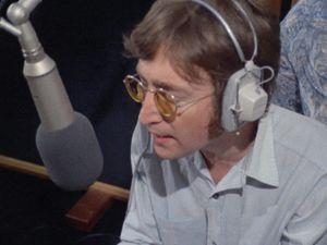 28 mai 1971, Ascot Sound Studios : John enregistre 'Oh My Love' avec Nicky Hopkins, George Harrison, Klaus Voormann et Alan White. Yoko et Phil Spector sont dans la régie d'enregistrement.