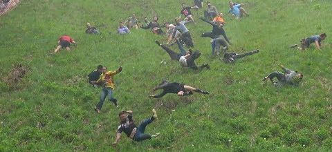 Une tradition bien anglaise : le cheese rolling contest