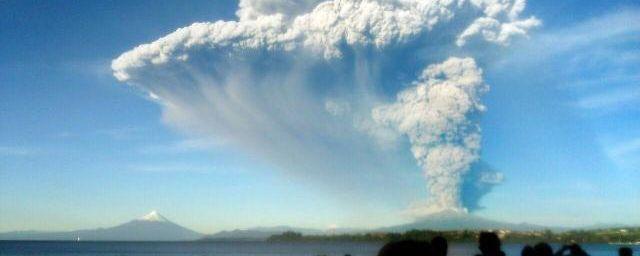 Le Chili décrète l'alerte rouge après l'éruption du volcan Calbuco