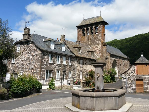 Au programme : Le Plateau de Lebréjal depuis le petit village de St Martin sous Vigouroux