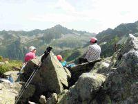 Une vue sur les Grands Moulins avec le Mont Blanc. Le cairn du sommet. Pique-nique face au Grand Miceau.