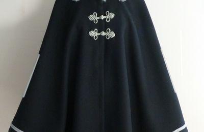 capes femme en laine noire et marine