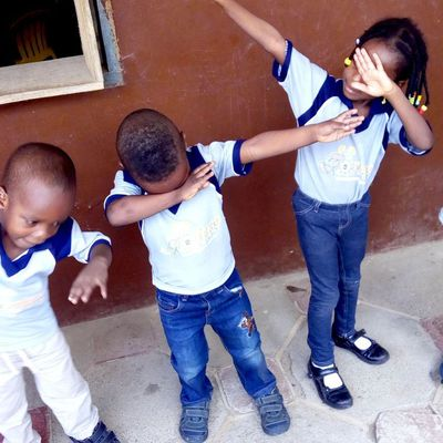 See the shocking greeting style some kg/Pre-Nursery pupils demonstrated before their teacher.