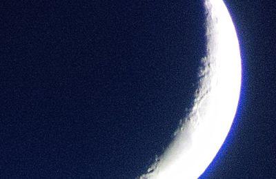 Premier Croissant de Lune