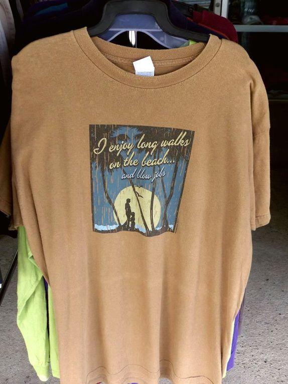 Des tee-shirts...  pas trop romantiques (int.-18ans !) - Vu en Thailande (21-10)