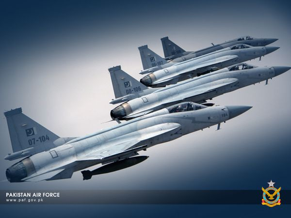 Photo : © Pakistan Air Force - Formation de quatre JF-17 Thunder pakistanais.