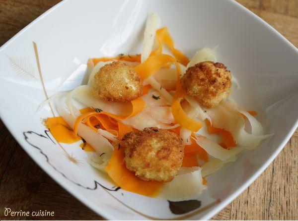 Salade tiède de carottes et panais en tagliatelles, cromesquis de petit fromage de vache au thym