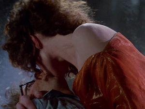 C'est pas comme ça qu'elle embrasse Peter à la fin du film...