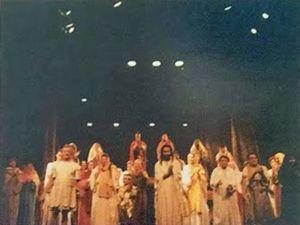 La Passion à Ménilmontant en Avril  1997 tabelau final - La Cène - Gethsémani - Piétà...