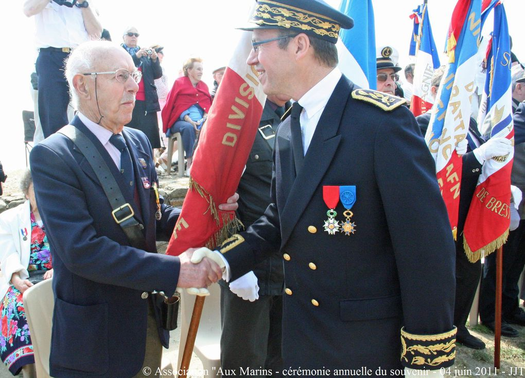 """Samedi 4 juin 2011,Cérémonie du souvenir à la mémoire de tous les marins disparus organisée par l'association """"Aux Marins"""" au Mémorial National des marins morts pour la France de la Pointer Saint Mathieu en Plougonvelin (Pays d'Iroise) (2ème p"""