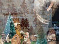 dans le désordre, crèche en terre cuite, indienne, doigt, sculpture sur bois, Louisiane...