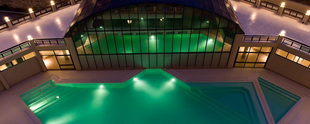 Camera, ristorante e piscina termale Hotel Kaya Thermal