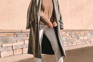 Street style neutral layered outfit