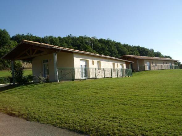 Gîtes de la prairie de la Bourgeoisie à Iteuil (extérieur)