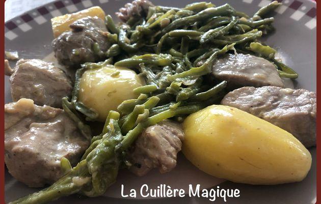 Filet mignon sauce roquefort, pommes de terre fondantes et haricots verts