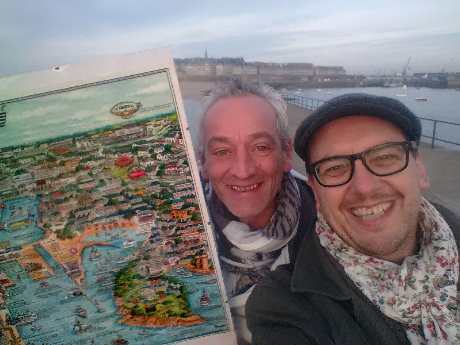 Yann Chollet réalise l'illustration de Saint-Malo en grand format. Un poster superbe et unique.
