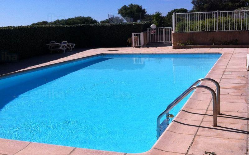 Pratique et durable ... la piscine en coque.
