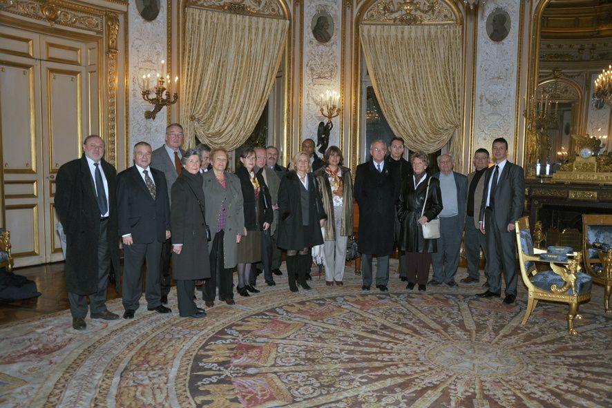 Visite privée d'un groupe de 22 personnes de l'UGF à la Grande Chancellerie de la Légion d'Honneur (palais de Salm) le 02/12/2011.Photo du Grand Chancelier, le général d'Armée Georgelin avec le président national de l'UGF.
