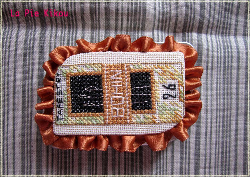 Création : Cousines & Compagnie, broderie avec perles et accessoires  sur toile Aïda 5, motif : 15 x 15