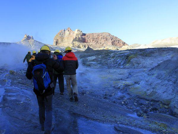 White island ; exploration d'un volcan actif (Nouvelle Zélande)