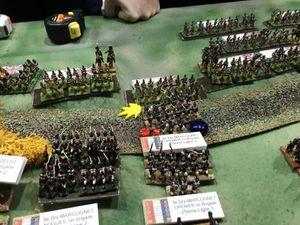 les troupes arrivent au contact ! Et si sur le flanc droit Français les charges sont déja en cours, la victoire ne va pas se jouer là mais bien sur la butte !